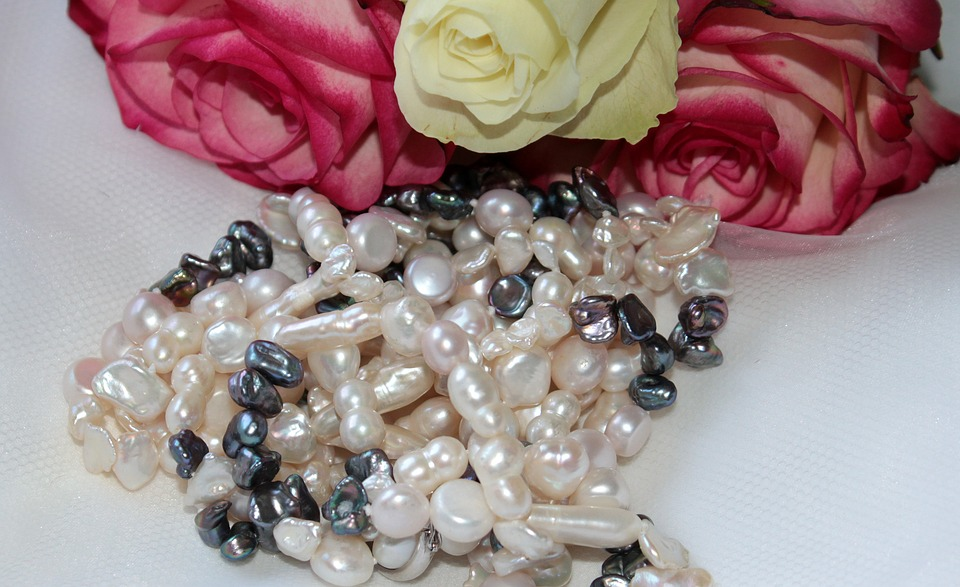 pearl-necklace-1290959_960_720
