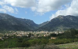 Thumbnail for A day trip to the beautiful valley of Sóller